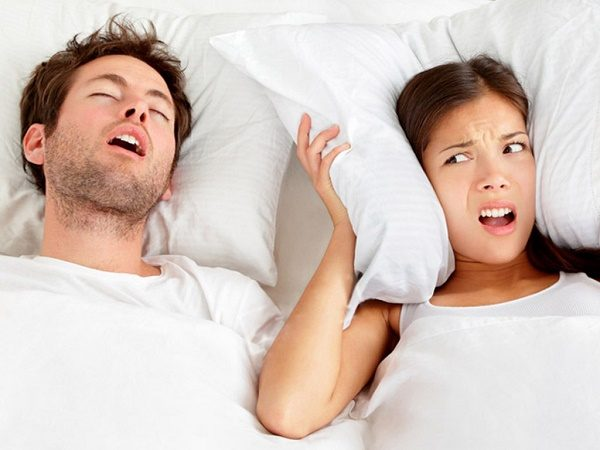 lNgủ ngáy là hành động vô thức, làm ảnh hưởng đến chất lượng giấc ngủ của người khác