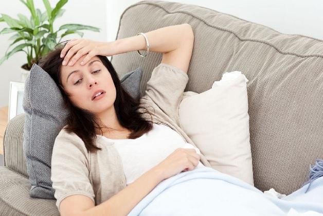 Thiếu sắt khiến cơ thể mẹ bầu mệt mỏi, chóng mặt, xanh xao