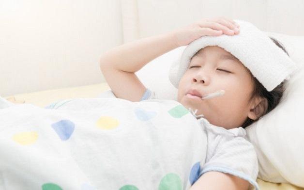Trẻ sốt ớn lạnh do nhiều nguyên nhân từ các bệnh lý khác nhau