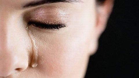 Chảy nước mắt cảnh báo bệnh về mắt