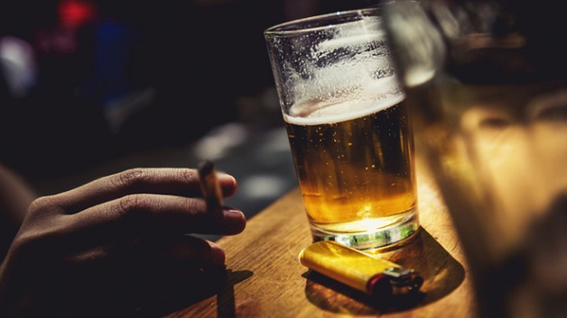 Rượu bia, thuốc là là nguyên nhân hàng đầu gây ung thư lưỡi