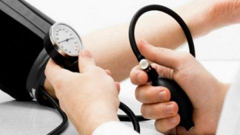 Bạn cần làm gì khi huyết áp thấp?