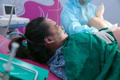 Nín thở trước khoảnh khắc sinh thường của mẹ bầu Thùy Dương