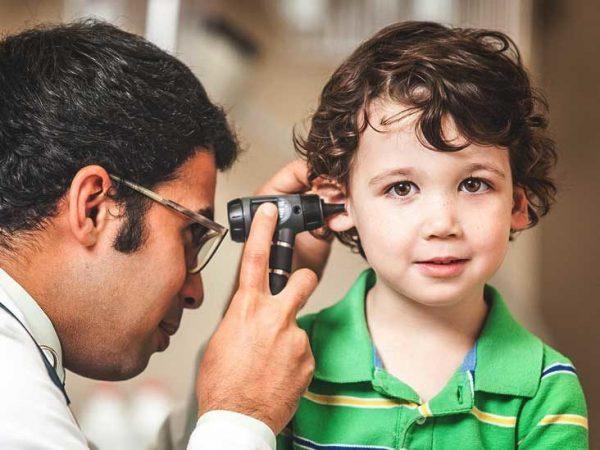 Thăm khám ngay khi có dấu hiệu viêm tai giữa bị chảy máu