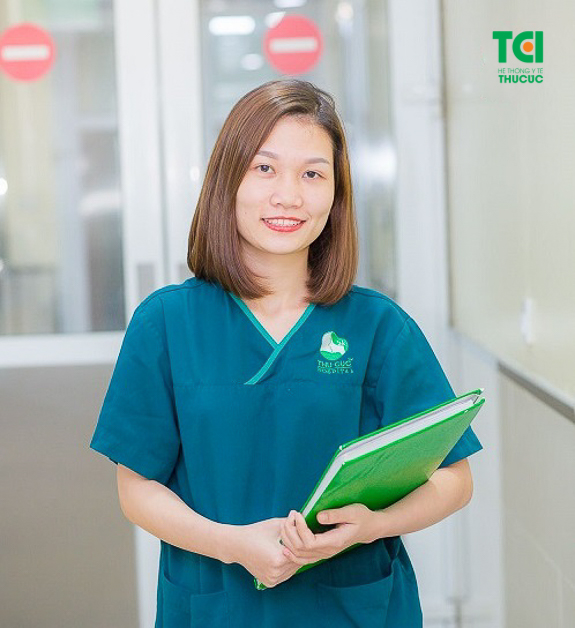 Ngô Thị Thảo (điều dưỡng viên gây mê hồi sức - Bệnh viện ĐKQT Thu Cúc). Cô điều dưỡng trẻ luôn tận tâm với nghề.