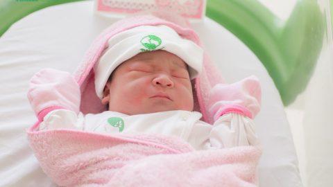 Trẻ sơ sinh xì hơi nhiều có bình thường không?