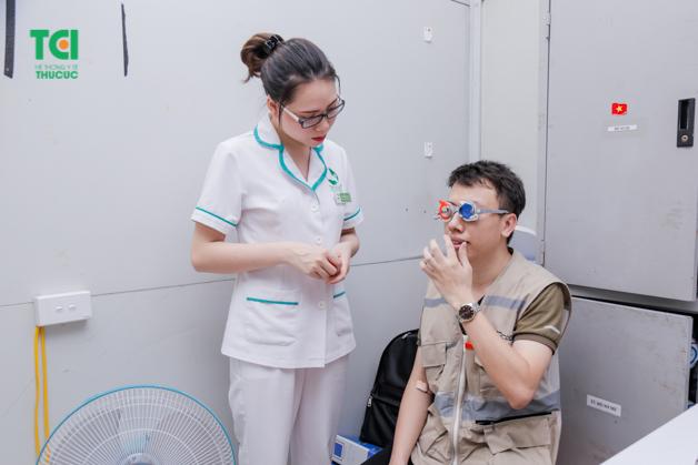 Kiểm tra thị lực về mắt hết sức cần thiết trong quá trình khám bệnh