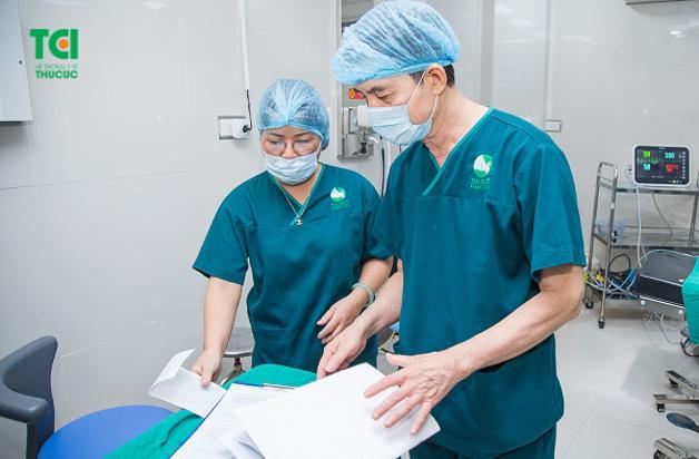 Quy trình thực hiện phẫu thuật nội soi tán sỏi niệu quản bằng laser