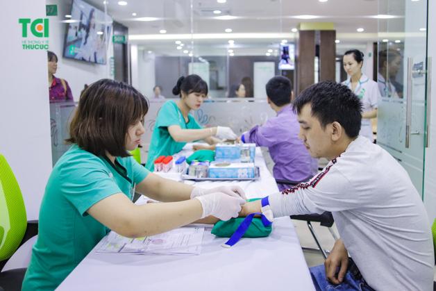 Xét nghiệm máu là danh mục cần thiết giúp người lao động sớm phát hiện nhiều mầm mống bệnh trong cơ thể