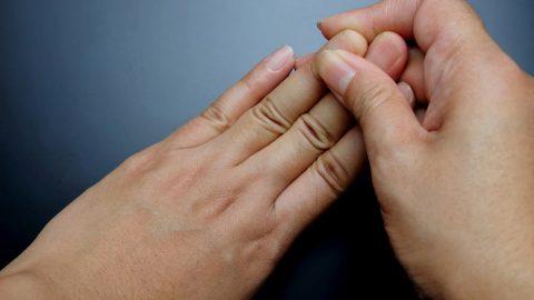 Lý do thường xuyên bị tê đầu ngón tay