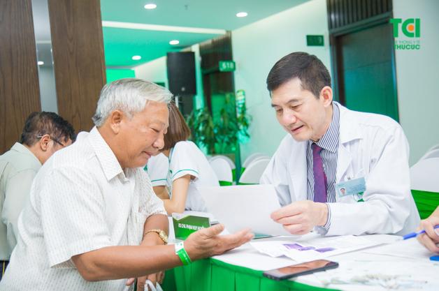 Bác sĩ CKII Phạm Huy Huyên - Trưởng khoa Ngoại, Phó giám đốc phụ trách khối ngoại tại Bệnh viện ĐKQT Thu Cúc là chuyên gia hàng đầu hiện nay trong lĩnh vực điều trị các bệnh lý về Thận - Tiết niệu (ảnh minh họa).