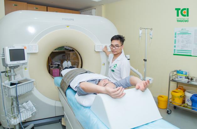Chỉ định điều trị sỏi thận phải được dựa trên sự phân tích tổng hợp của nhiều yếu tố