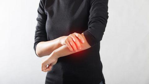 Đau nhức xương cánh tay là do đâu?