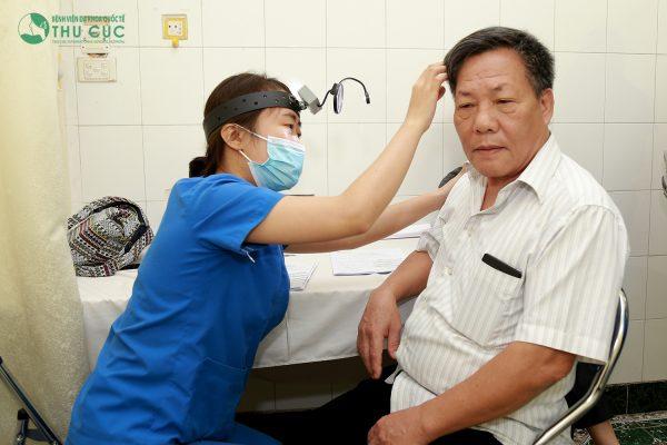 Thăm khám và điều trị đau nhức vành tai