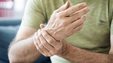Tê mỏi chân tay là biểu hiện của bệnh gì? Có đáng lo không?