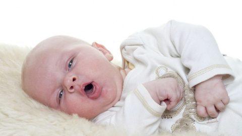 Trẻ sơ sinh bị đờm ở cổ họng lâu ngày không khỏi xử trí như thế nào?