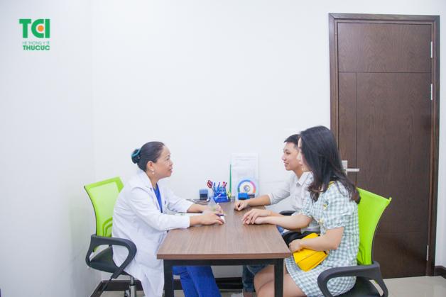 Thông qua các bước thăm khám, bác sĩ sẽ tư vấn tận tình về tình hình sức khỏe cho cặp đôi