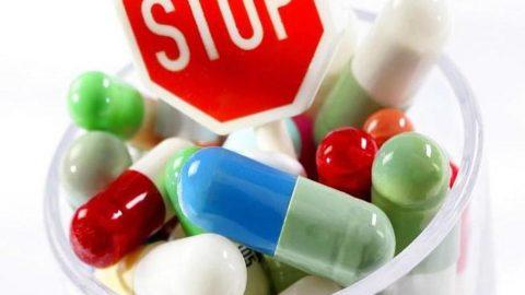 """Trẻ bị sốt virus: mẹ """"vội"""" dùng kháng sinh là """"tự hại"""" con"""