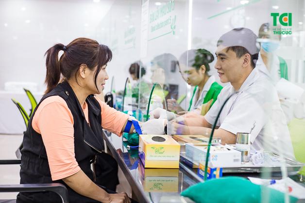 Cô Nguyễn Thị Mến lựa chọn Thu Cúc để thăm khám sau khi trở về từ nước ngoài