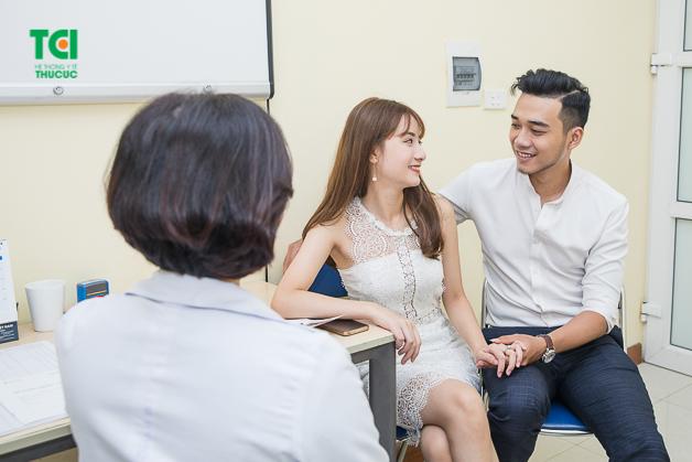 Đội ngũ bác sĩ giỏi, nhiều năm kinh nghiệm tại Thu Cúc luôn tận tình tư vấn cho người bệnh
