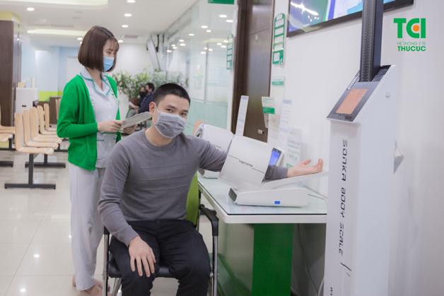 Anh Vinh đã lựa chọn gói khám sức khoẻ cơ bản tại Bệnh viện ĐKQT Thu Cúc để kiểm tra sức khoẻ của bản thân