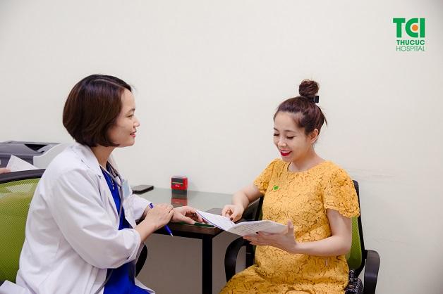 Khám thai định kỳ vô cùng quan trọng để các bác sĩ nắm rõ sức khỏe của mẹ, sự phát triển của thai nhi từ đó có những tư vấn phù hợp