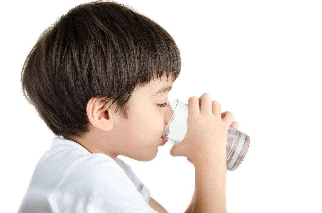 Trẻ em và nhu cầu uống nước