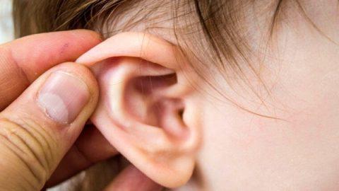 Chuyên gia chỉ cách chăm sóc trẻ bị viêm tai giữa tại nhà