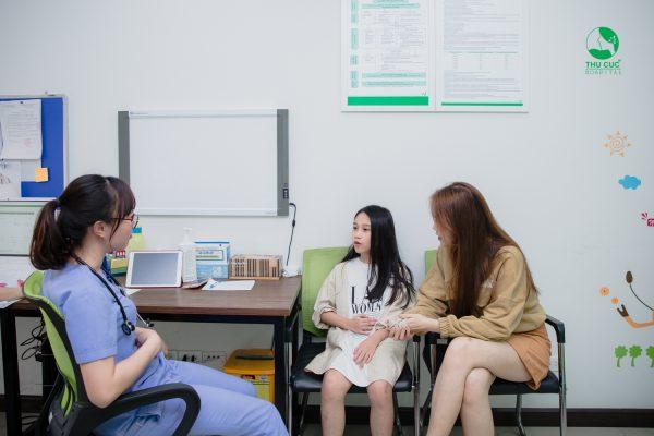 khám và điều trị các bệnh hay gặp ở bé gái tuổi dậy thì