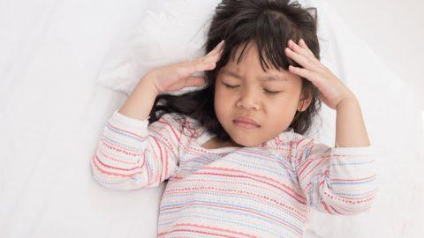 Thực hư: Sốt cao gây co giật ở trẻ và biến chứng thần kinh