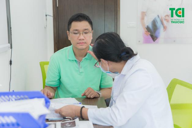 Đội ngũ bác sĩ đầu ngành tư vấn tận tình, kỹ lưỡng từng trường hợp