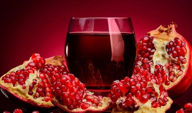 Nếu đang băn khoăn tăng huyết áp uống gì thì bạn hãy chọn nước ép lựu