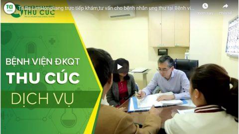 Ts. Bs Lim Hong Liang khám,tư vấn cho bệnh nhân ung thư