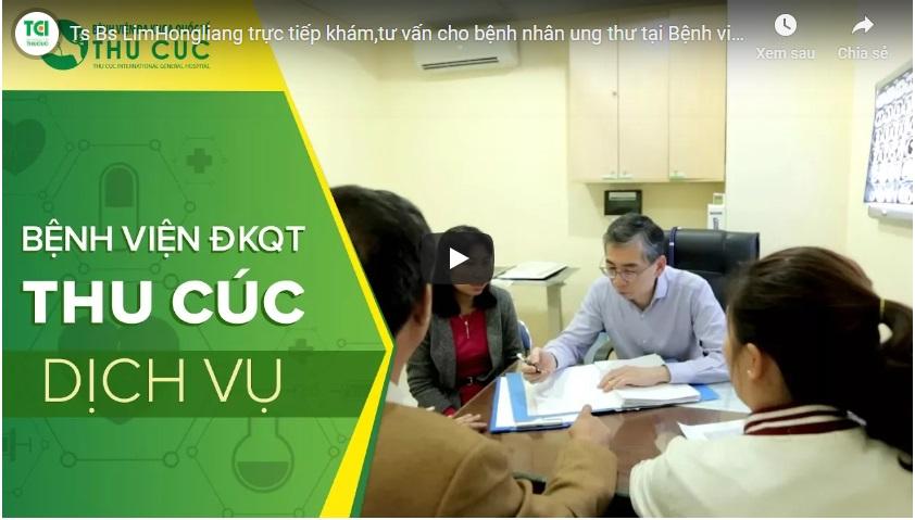 Ts. Bs Lim Hong Liang khám,tư vấn cho bệnh nhân ung thư tại Thu Cúc