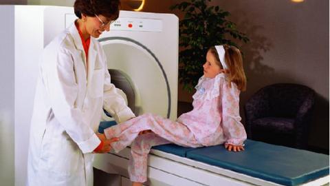 Chụp cắt lớp vi tính ở trẻ em và vấn đề bức xạ