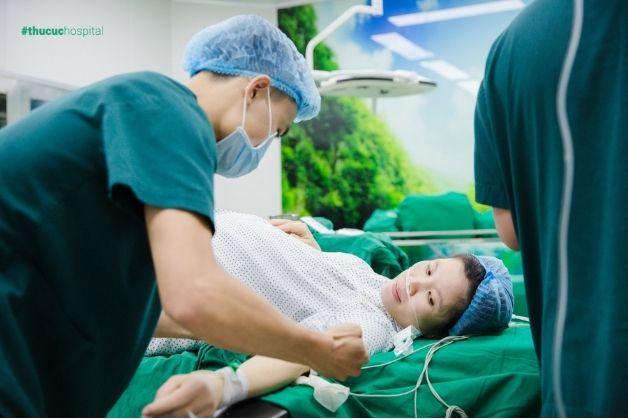 Trong quá trình mang thai đôi, mẹ bầu cần phải theo dõi sức khỏe thường xuyên