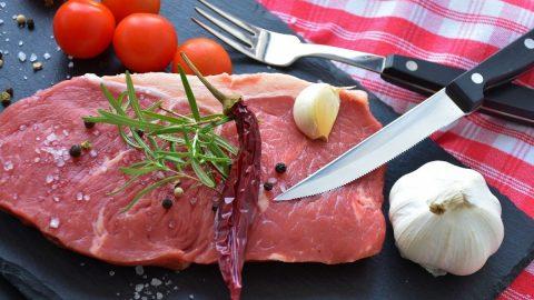 Phụ nữ sau khi sinh mổ ăn thịt bò được không? Những lưu ý cần biết