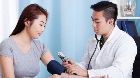 Tăng huyết áp áo choàng trắng: Nguyên nhân và cách điều trị