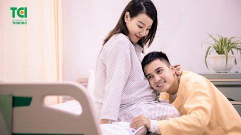 Diễn viên Mạnh Quân hồi hộp đưa vợ đi sinh vì vỡ ối sớm