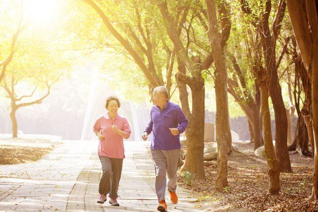 Thường xuyên tập thể dục nâng cao sức đề kháng giúp phòng ngừa giảm trí nhớ ở người cao tuổi