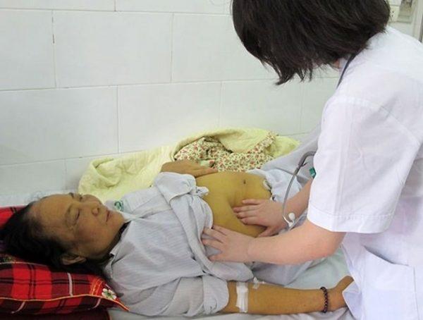 Khi bị viêm gan B cần được bác sĩ chuyên khoa điều trị kịp thời