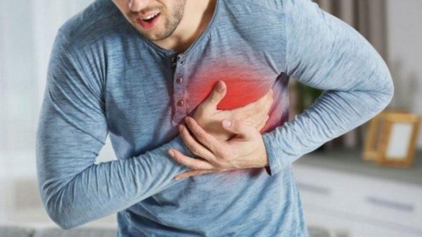 Những cơn đau ngực thường là biểu hiện của mạch vành bị tắc nghẽn do xơ vữa