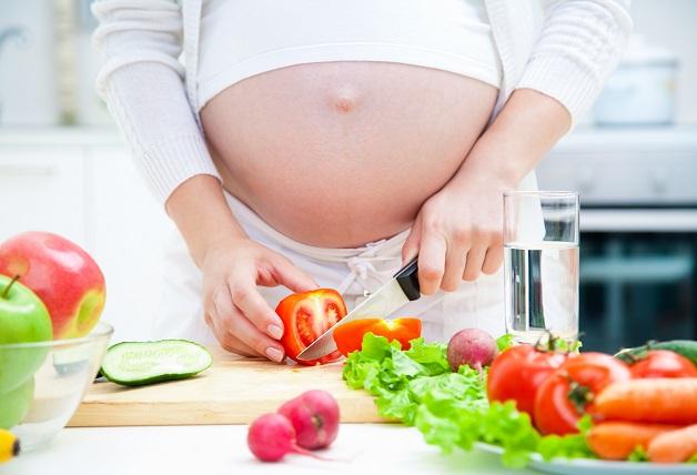 Chế độ dinh dưỡng phù hợp sẽ giúp mẹ bầu cải thiện chứng rối loạn tiêu hóa.