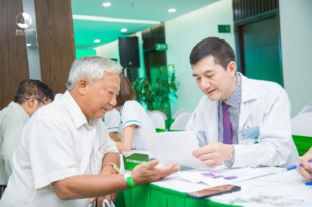 Người cao tuổi là đối tượng dễ mắc phải căn bệnh sa sút trí tuệ. Vì thế hãy thường xuyên đi kiểm tra sức khỏe định kỳ để theo dõi được sức khỏe của chính mình.