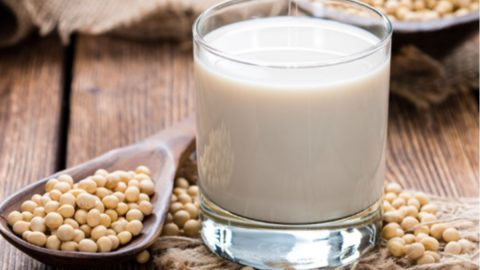 Chị em mắc u xơ tử cung có nên uống sữa đậu nành không?