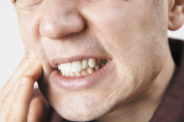 Khi bị viêm niêm mạc miệng, khi nói hay nuốt sẽ có cảm giác đau