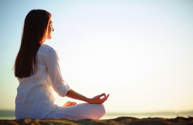 đau nửa đầu nên làm gì? Các bài tập thư giãn thiền, yoga giảm sẽ giúp bạn giảm nhẹ triệu chứng này