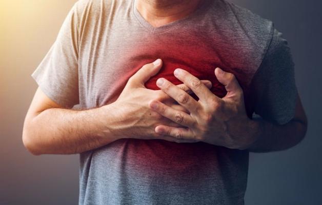 Đau tức ngực, khó thở là biến chứng phổ biến ở người bệnh hở van tim nói chung