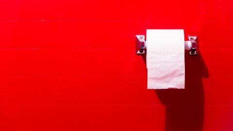 Cắt trĩ đi ngoài ra máu: 5 nguyên nhân và cách khắc phục