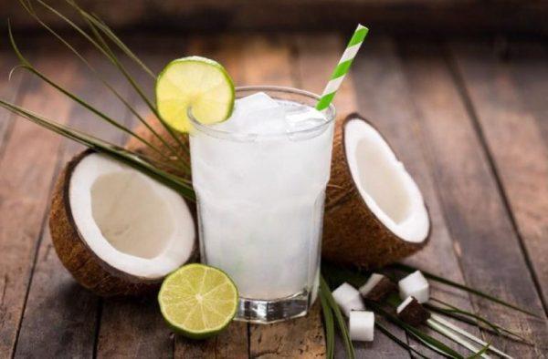 Nước dừa có chứa nhiều vitamin giúp tăng cường sức đề kháng